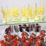Пример выкладки канапе и закусок