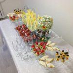 Общий вид свадебного велком-фуршетного стола