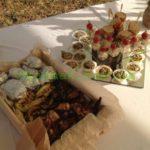 Праздничный стол для дня рождения на природе. Мобильный фуршет