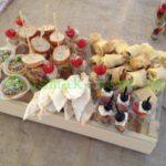 Сервировка закусок для дня рождения на природе. Мобильный фуршет