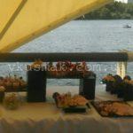 Общий вид праздничного стола для свадебного фуршета. Свадебный фуршет