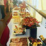 Праздничный стол для свадебного фуршета на 25 человек. Свадебный фуршет