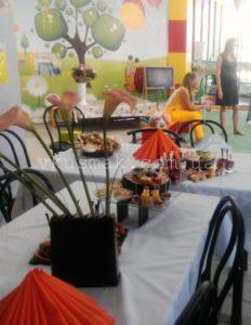 Общий вид праздничного стола для фуршета на 14 человек. Портфолио